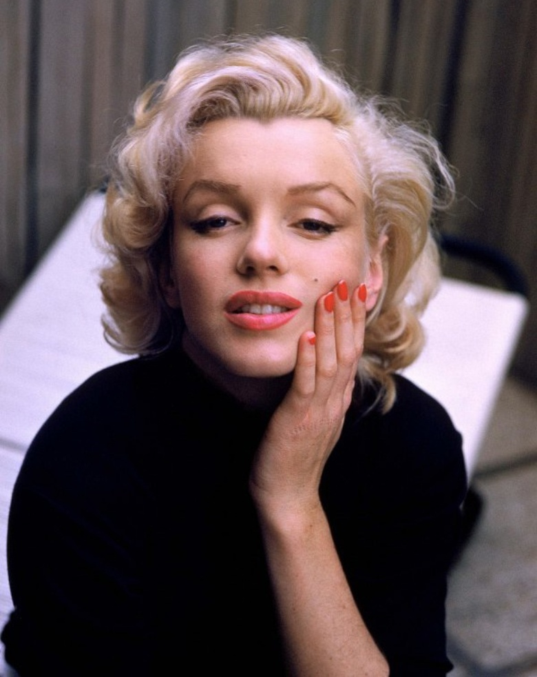 marilyn-monroe-red-nails1