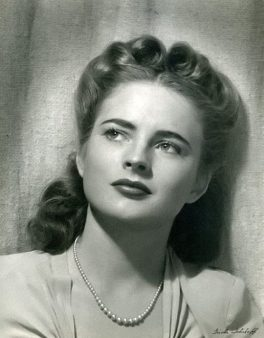 512px-Coleen_gray-hair-style-1-500x641