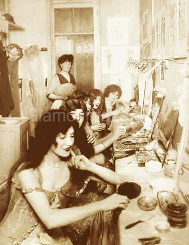 Paris-Chorus-Girls-1913-makeup