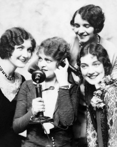 telephone-girls-1920s-hair-240x300