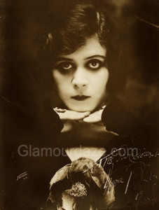 Theda-Bara-1916-eye-makeup-look-227x300